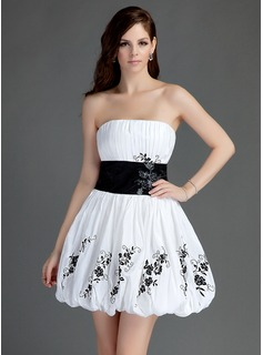 A-Line/Princess Strapless Short/Mini Taffeta Homecoming Dress With Ruffle Sash Appliques Lace