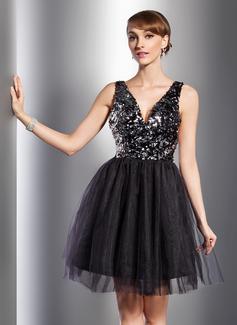 A-Line/Princess V-neck Knee-Length Tulle Sequined Cocktail Dress