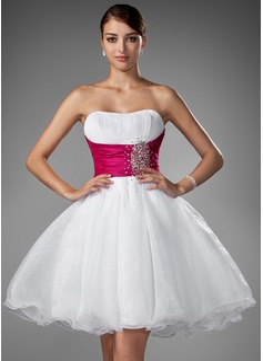 Corte A/Princesa Escote corazón Corto/Mini Organdí Vestido de novia con Volantes Fajas Bordado