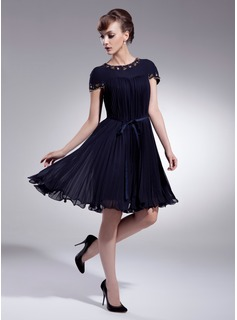 A-Line/Princess Scoop Neck Knee-Length Chiffon Charmeuse Homecoming Dress With Beading Bow(s) Pleated