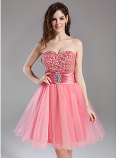 A-Line/Princess Sweetheart Knee-Length Tulle Charmeuse Homecoming Dress With Ruffle Beading Sequins