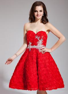 Corte A/Princesa Escote corazón Hasta la rodilla Encaje Vestido de baile de promoción con Bordado Flores