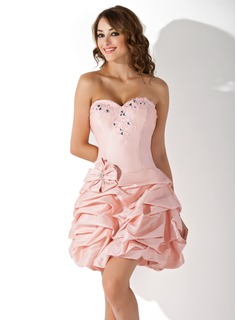 A-Line/Princess Sweetheart Short/Mini Taffeta Homecoming Dress With Ruffle Beading