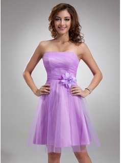 A-Line/Princess Strapless Knee-Length Tulle Homecoming Dress With Flower(s)