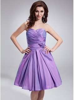 A-Line/Princess Sweetheart Knee-Length Taffeta Bridesmaid Dress With Ruffle Flower(s)