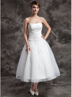 A-Line/Princess Sweetheart Tea-Length Organza Wedding Dress With Ruffle Beading Appliques Lace