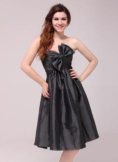Empire Sweetheart Knee-Length Taffeta Homecoming Dress With Ruffle Bow(s)