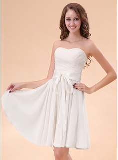 A-Line/Princess Sweetheart Knee-Length Chiffon Charmeuse Homecoming Dress With Ruffle
