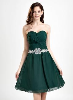 A-Line/Princess Sweetheart Knee-Length Chiffon Homecoming Dress With Ruffle Beading Appliques Lace