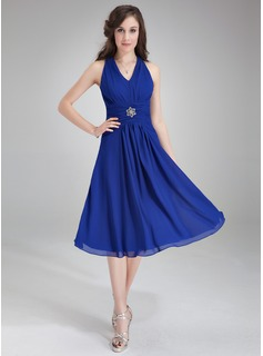 A-Line/Princess V-neck Knee-Length Chiffon Bridesmaid Dress With Ruffle Crystal Brooch