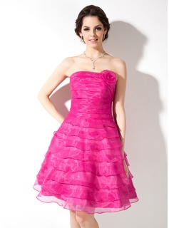 A-Line/Princess Strapless Knee-Length Organza Homecoming Dress With Ruffle Flower(s)