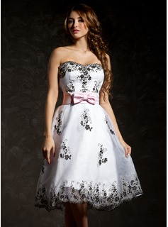 A-Line/Princess Sweetheart Knee-Length Organza Cocktail Dress With Sash Appliques Lace Bow(s)