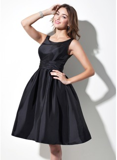 A-Line/Princess Scoop Neck Knee-Length Taffeta Bridesmaid Dress With Ruffle