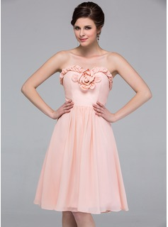 A-Line/Princess Sweetheart Knee-Length Chiffon Bridesmaid Dress With Flower(s)