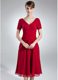 A-Line/Princess V-neck Knee-Length Chiffon Mother of the Bride Dress With Ruffle
