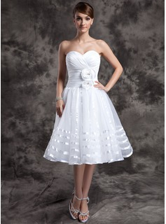 A-Line/Princess Sweetheart Knee-Length Organza Wedding Dress With Ruffle Flower(s)