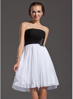 A-Line/Princess Strapless Knee-Length Chiffon Homecoming Dress With Beading Appliques Lace Sequins Pleated