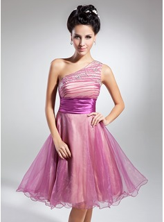 A-Line/Princess One-Shoulder Knee-Length Organza Charmeuse Homecoming Dress With Ruffle Beading