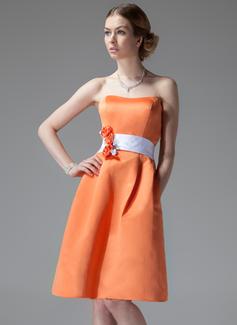 Çan/Prenses Kalp Kesimli Diz Hizası Satin Nedime Elbisesi Ile Kuşaklar Çiçek(ler)