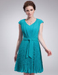 A-Line/Princess V-neck Knee-Length Chiffon Homecoming Dress With Pleated (022010337)