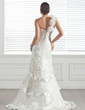 Trumpet/Mermaid One-Shoulder Court Train Tulle Wedding Dress With Lace Beading Flower(s) (002005285)