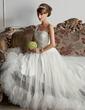 Corte A/Princesa Un sólo hombro Cola corte Tul Vestido de novia con Volantes Bordado Pluma (002000576)