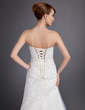 A-Line/Princess Sweetheart Chapel Train Tulle Wedding Dress With Ruffle Beading Appliques Lace (002011742)