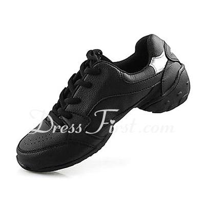 best service eda02 3d81b Converse, ballerinaskor och andra platta skor ar fortfarande heta i  affarerna. Men de platta skorna behover inte vara speciellt bra.
