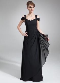 91d48154be84 ... svatební šaty s stezka a elegantní bílé saténové čerpadel může být  noční můrou s pískem a větrem od moře. Můžete jít na tradiční dlouhé  svatební šaty